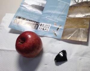 150309石器でリンゴをむくsmall1